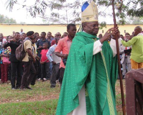 opt Mgr-Bodika-et-les-jeunes
